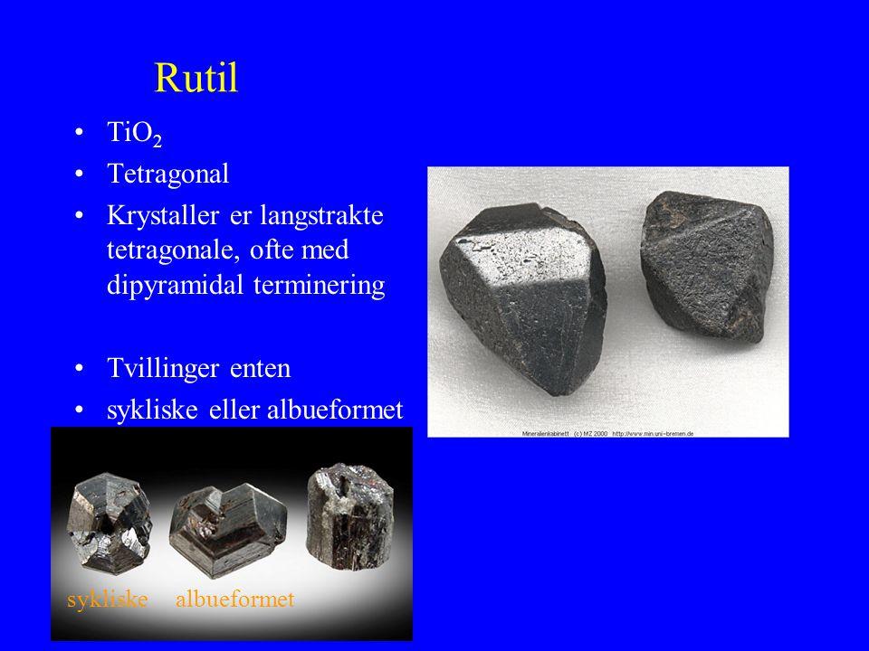 Rutil TiO2. Tetragonal. Krystaller er langstrakte tetragonale, ofte med dipyramidal terminering. Tvillinger enten.