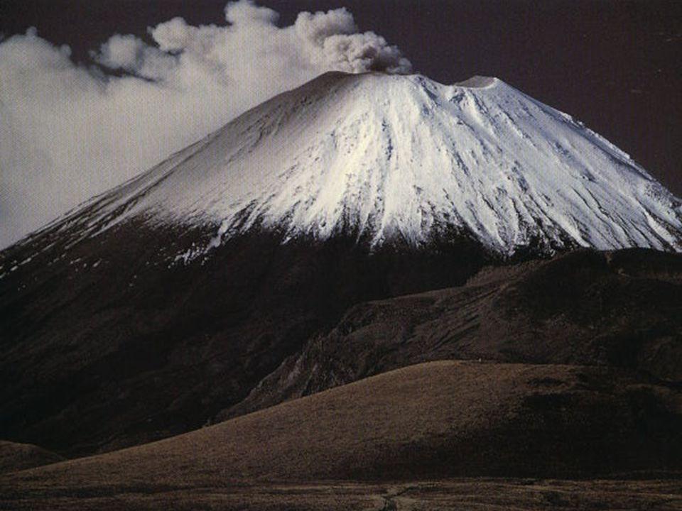 Og en vakker vulkan, formet av rennende lava