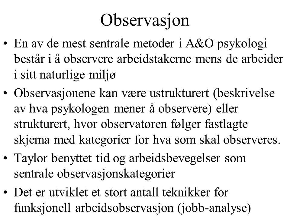Observasjon En av de mest sentrale metoder i A&O psykologi består i å observere arbeidstakerne mens de arbeider i sitt naturlige miljø.