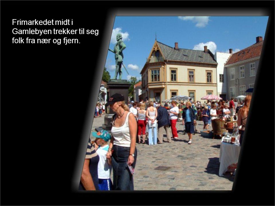 Frimarkedet midt i Gamlebyen trekker til seg folk fra nær og fjern.