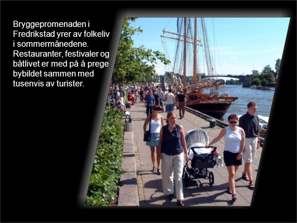 Bryggepromenaden i Fredrikstad yrer av folkeliv i sommermånedene
