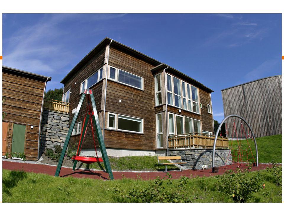 Familiehus i 2 etasjer med 5-6 soverom (sjekk antall)