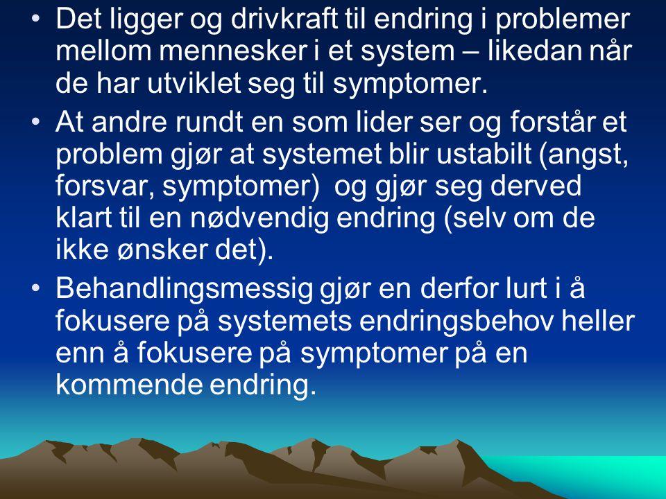 Det ligger og drivkraft til endring i problemer mellom mennesker i et system – likedan når de har utviklet seg til symptomer.