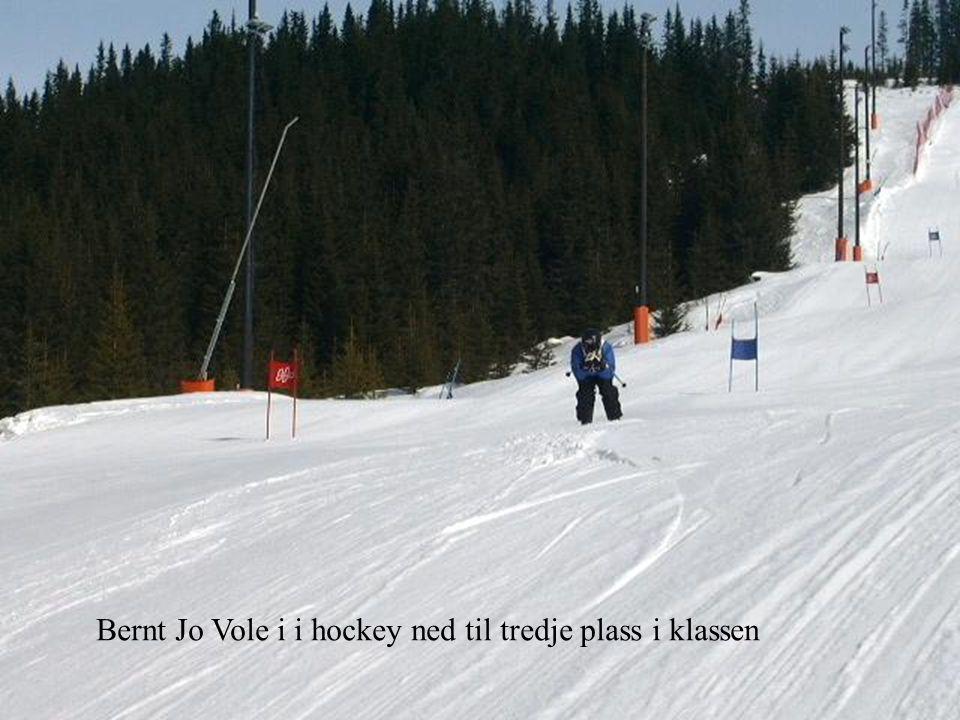 Bernt Jo Vole i i hockey ned til tredje plass i klassen