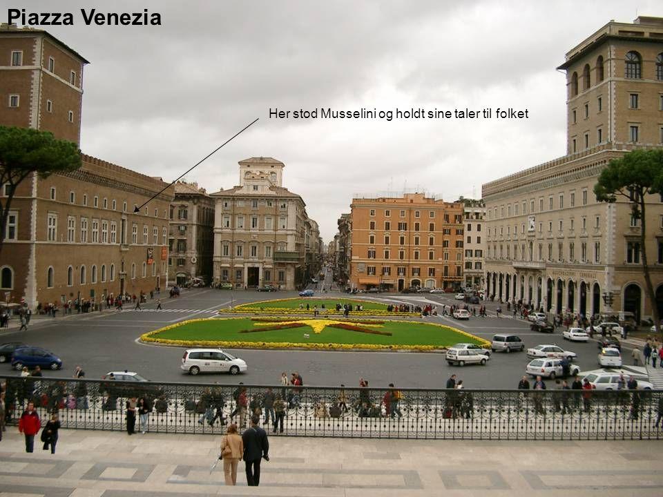 Piazza Venezia Her stod Musselini og holdt sine taler til folket