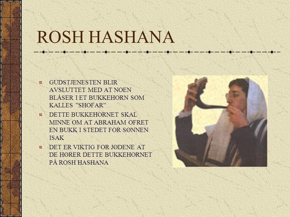 ROSH HASHANA GUDSTJENESTEN BLIR AVSLUTTET MED AT NOEN BLÅSER I ET BUKKEHORN SOM KALLES SHOFAR