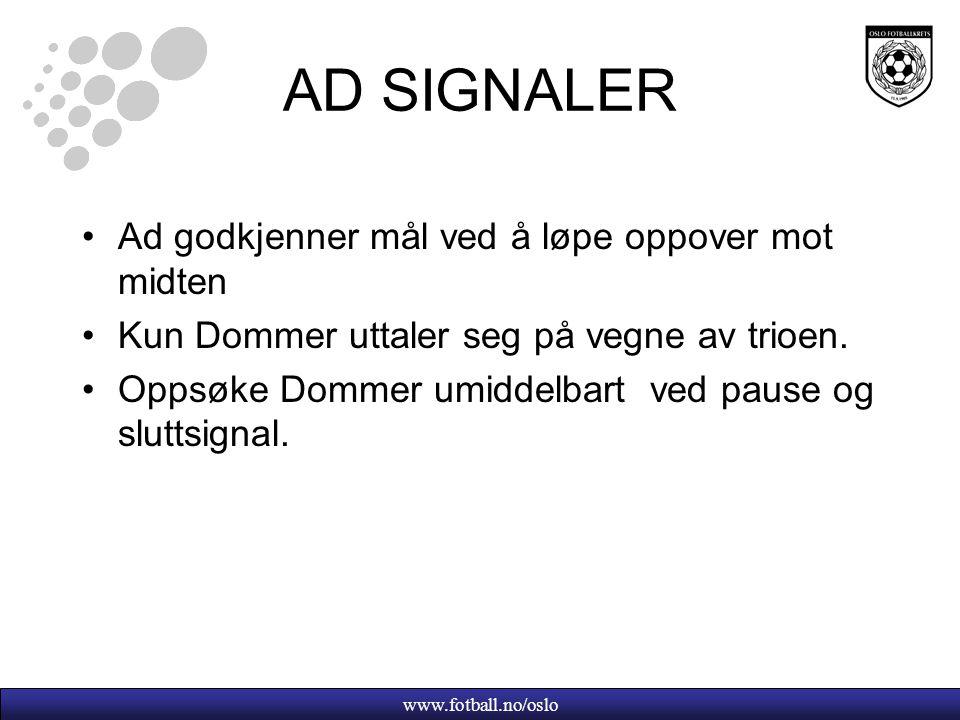 AD SIGNALER Ad godkjenner mål ved å løpe oppover mot midten