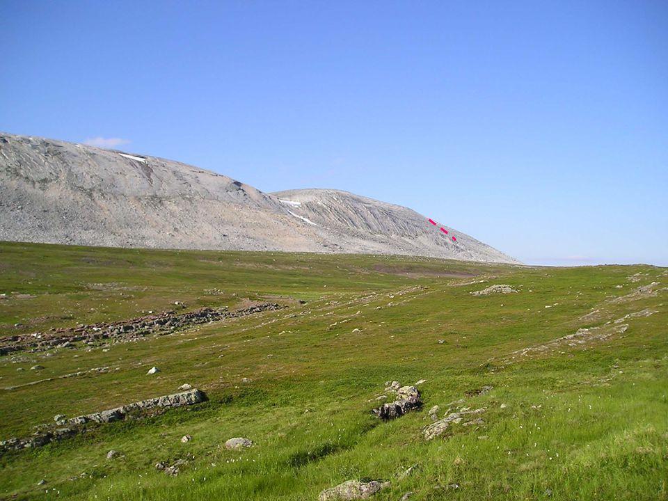 Brattkanten er styrt av sedimentære lagflater.