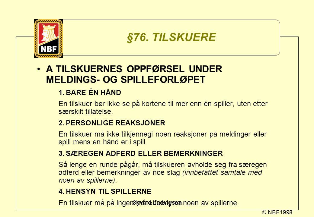 §76. TILSKUERE A TILSKUERNES OPPFØRSEL UNDER MELDINGS- OG SPILLEFORLØPET. 1. BARE ÉN HÅND.