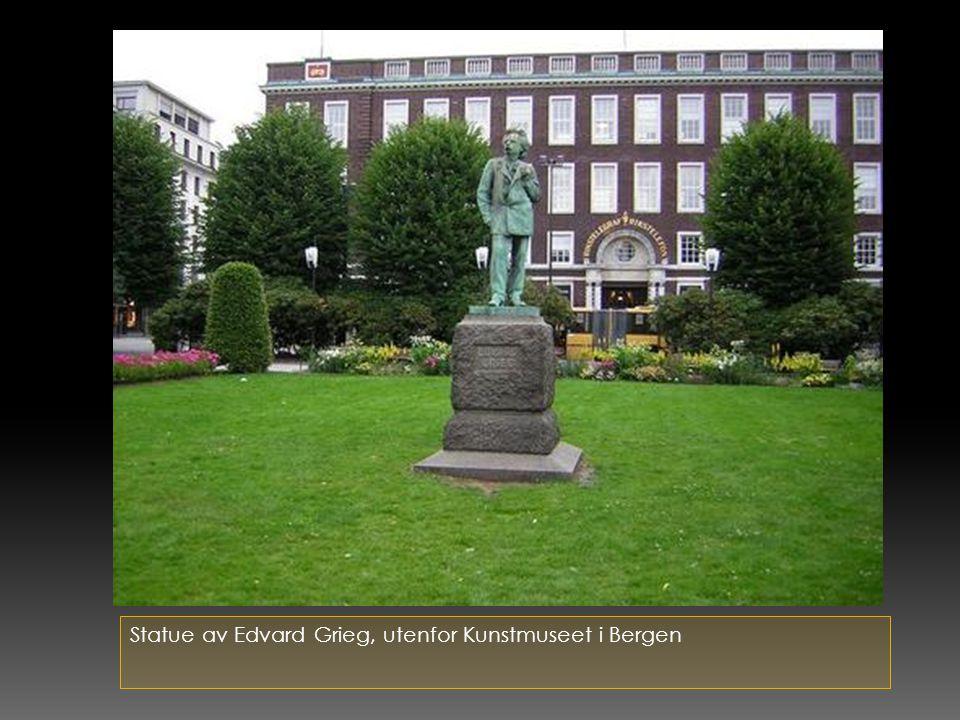 Statue av Edvard Grieg, utenfor Kunstmuseet i Bergen