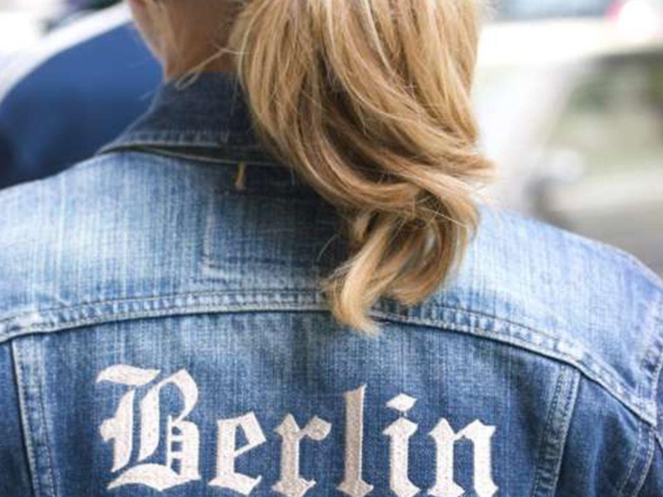 Das ist Julia Fischer. Sie wohnt in der Martin-Luther-Straße in Berlin-Schöneberg und liebt