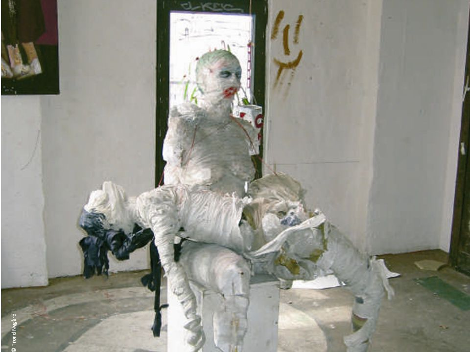 Eine Skulptur im Kunsthaus Tacheles – eine Pietá.