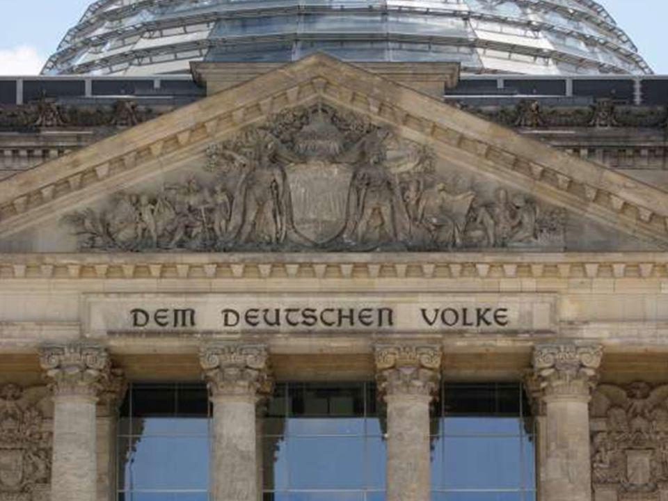 © Colourbox Der Reichstag in Berlin ist seit 1990 Sitz des Deutschen Bundestages.