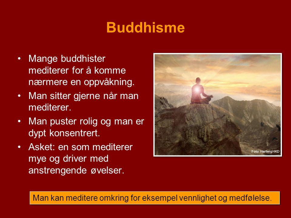 Buddhisme Mange buddhister mediterer for å komme nærmere en oppvåkning. Man sitter gjerne når man mediterer.