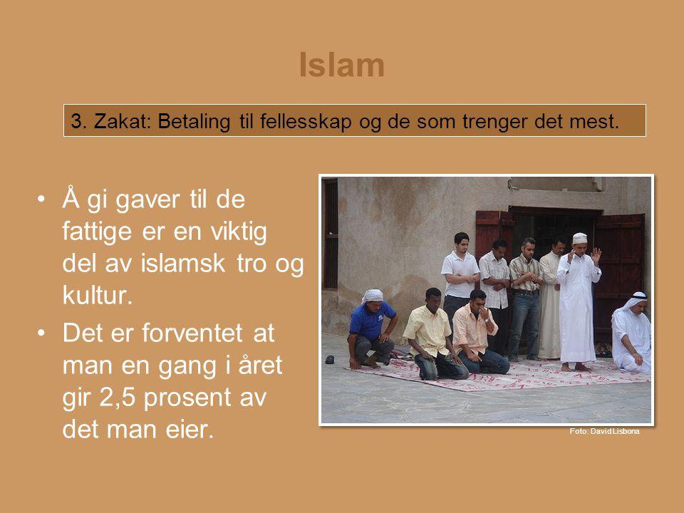 Islam 3. Zakat: Betaling til fellesskap og de som trenger det mest. Å gi gaver til de fattige er en viktig del av islamsk tro og kultur.