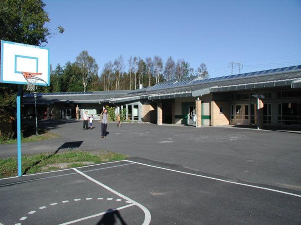 Skolegård fra ballbaner