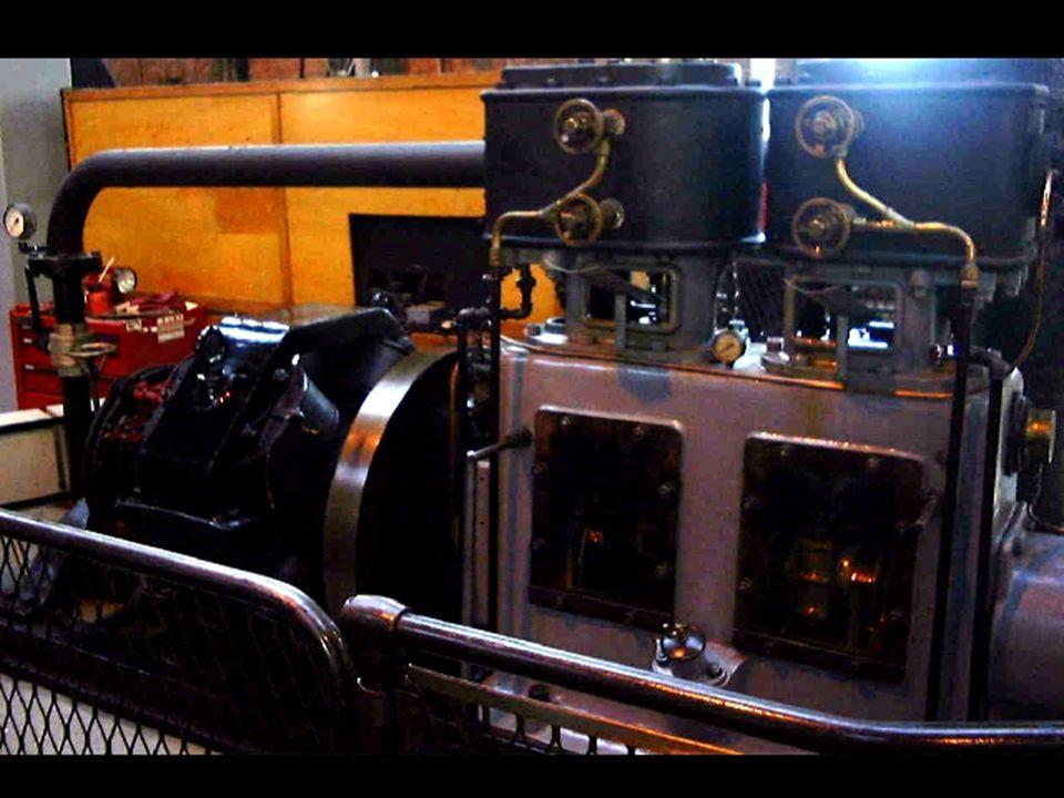Sen modell av dampmaskin der alt er innkapslet