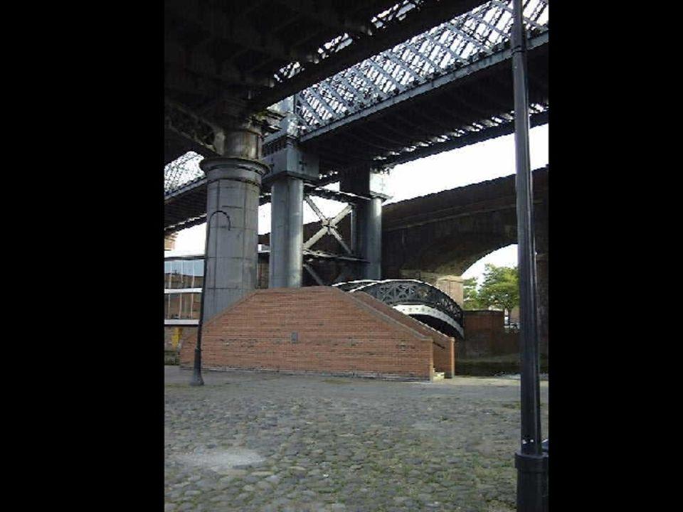 Manchester - diverse broer i stein og stål.