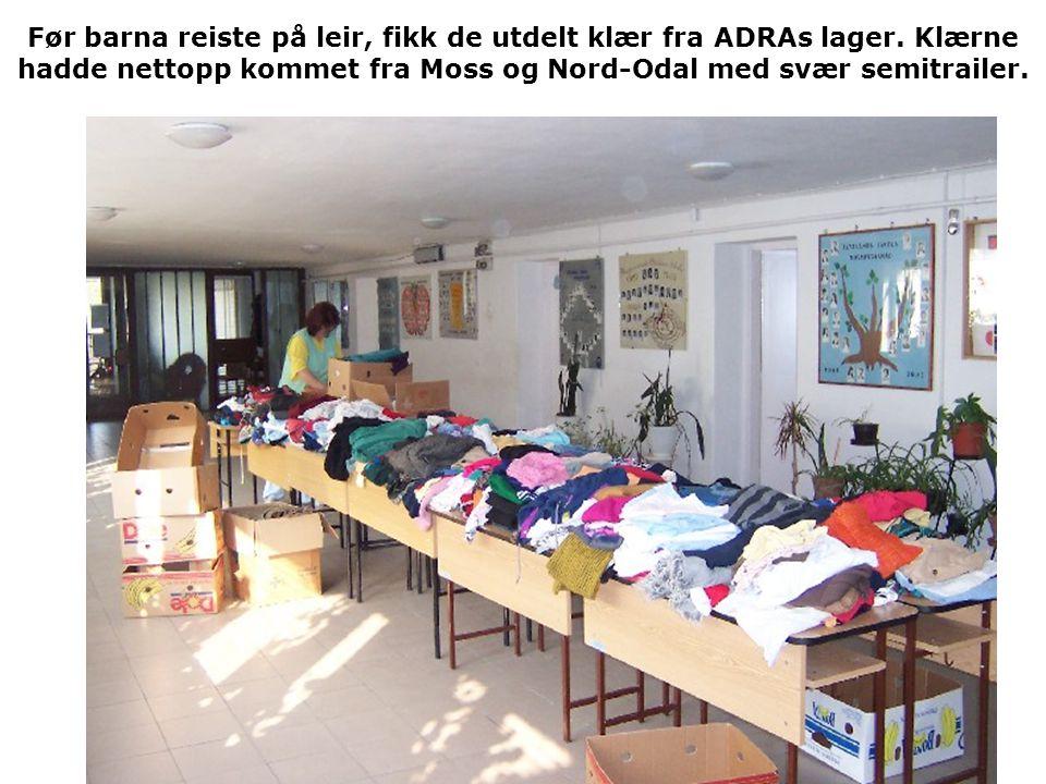 Før barna reiste på leir, fikk de utdelt klær fra ADRAs lager