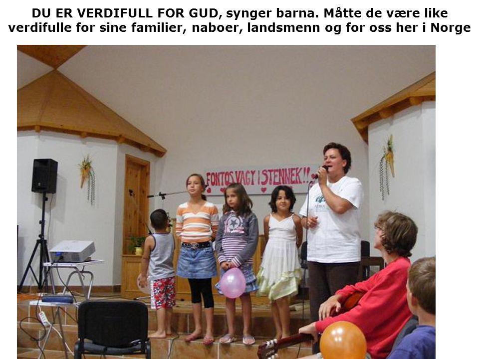 DU ER VERDIFULL FOR GUD, synger barna