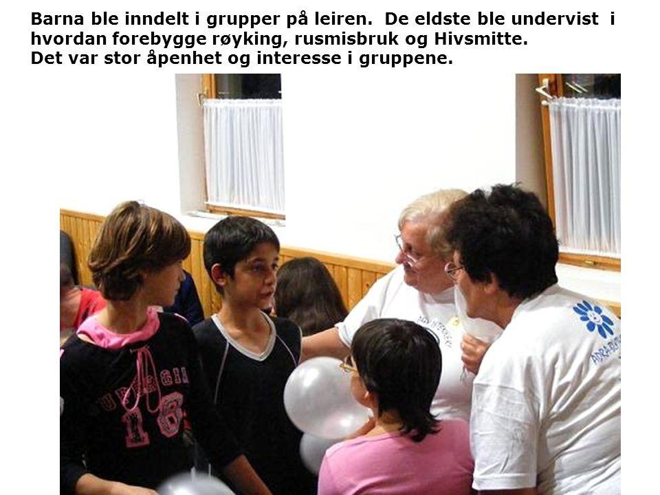 Barna ble inndelt i grupper på leiren