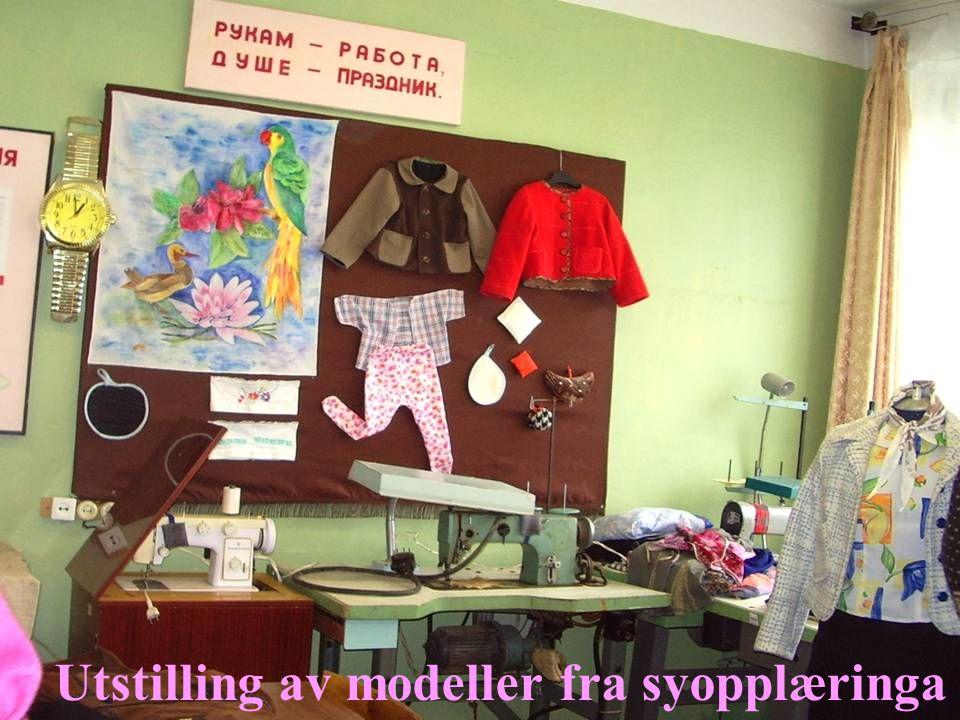 Utstilling av modeller fra syopplæringa