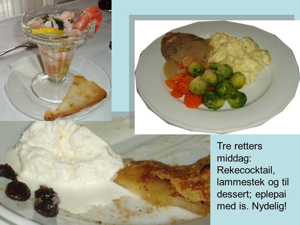 Tre retters middag: Rekecocktail, lammestek og til dessert; eplepai med is. Nydelig!