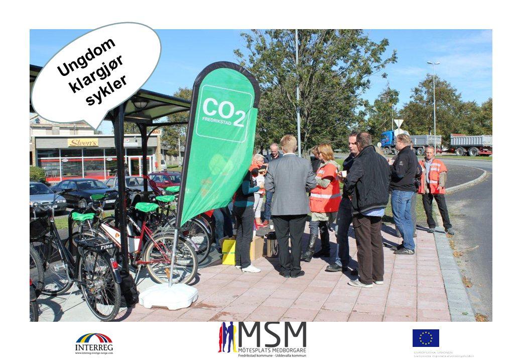 Ungdom klargjør sykler