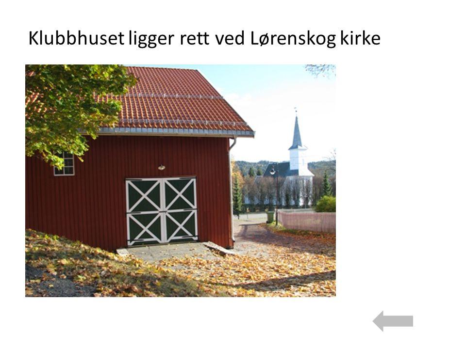 Klubbhuset ligger rett ved Lørenskog kirke