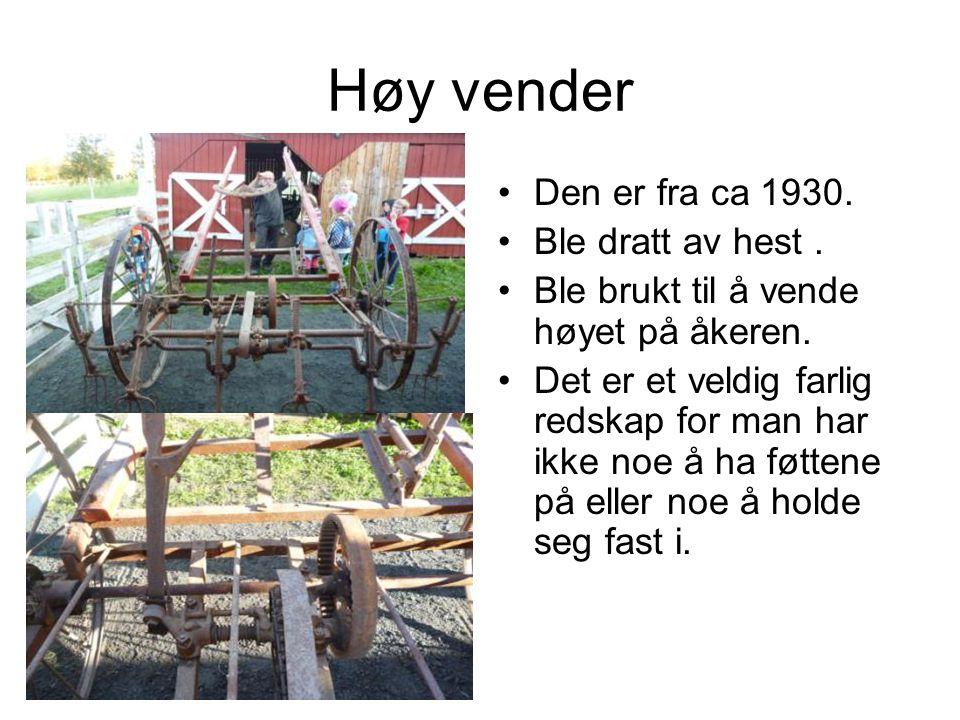 Høy vender Den er fra ca 1930. Ble dratt av hest .