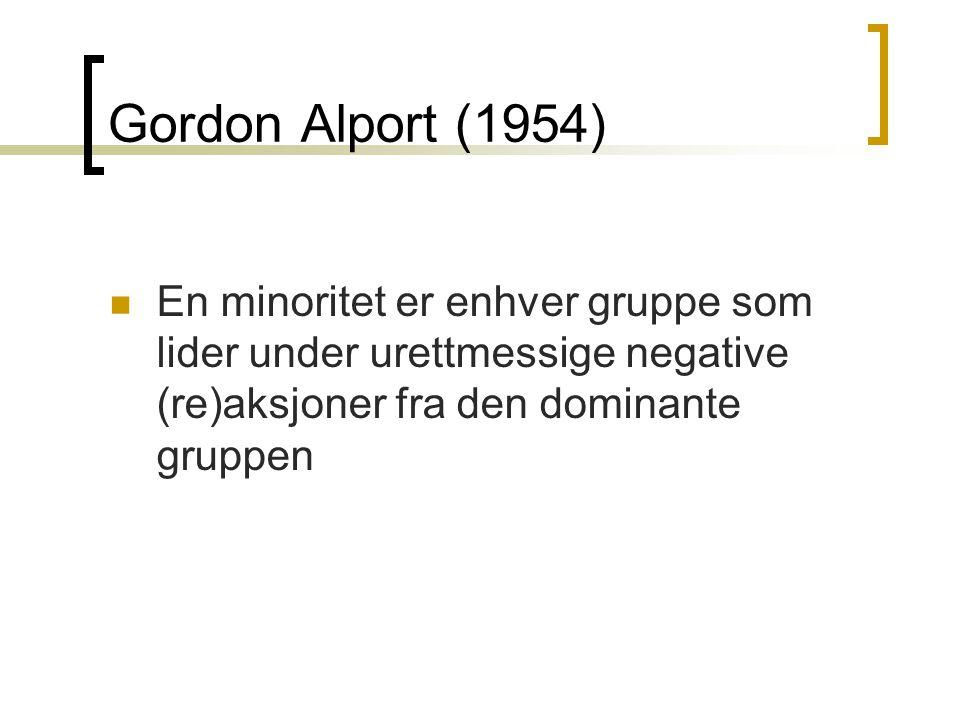 Gordon Alport (1954) En minoritet er enhver gruppe som lider under urettmessige negative (re)aksjoner fra den dominante gruppen.