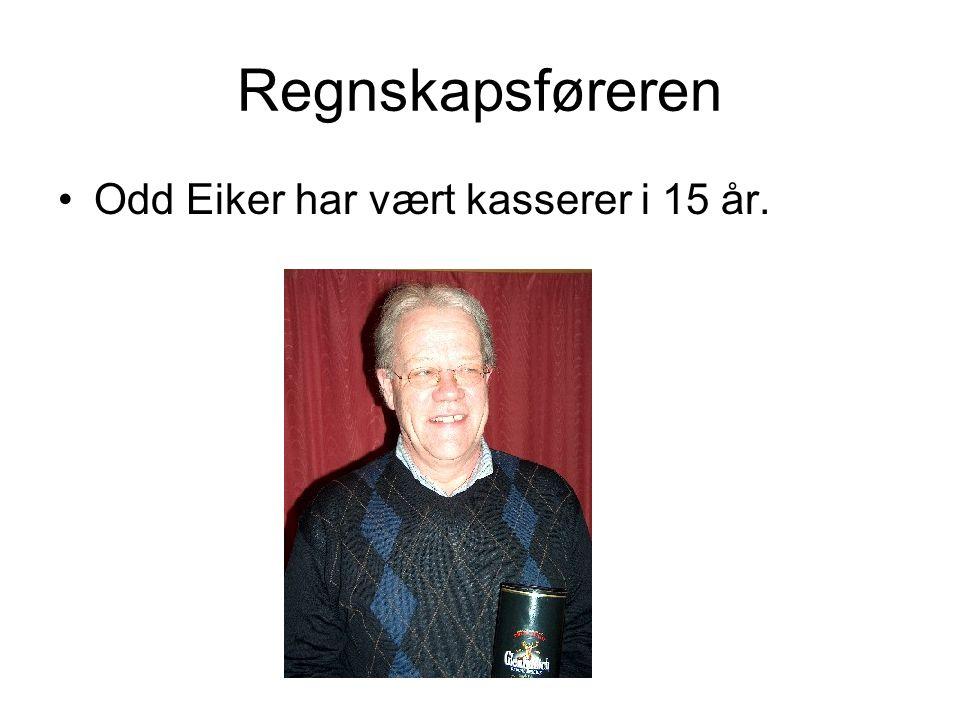 Regnskapsføreren Odd Eiker har vært kasserer i 15 år.