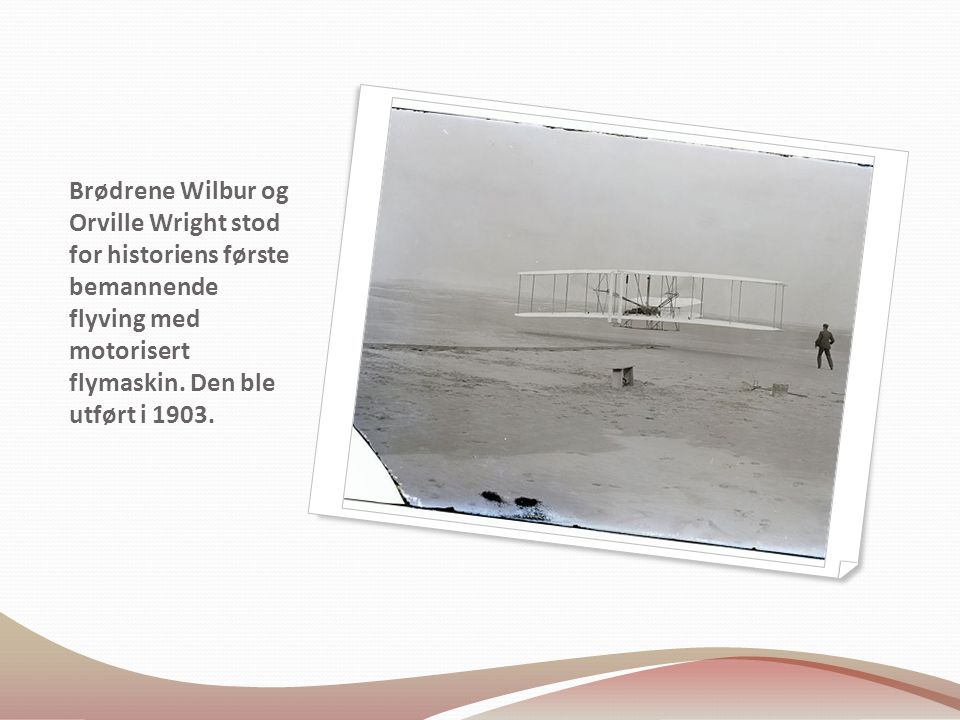 Brødrene Wilbur og Orville Wright stod for historiens første bemannende flyving med motorisert flymaskin.
