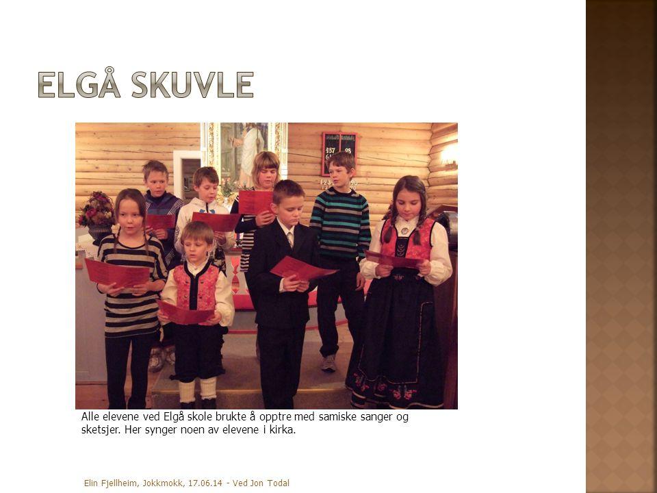 Elgå skuvle Alle elevene ved Elgå skole brukte å opptre med samiske sanger og sketsjer. Her synger noen av elevene i kirka.