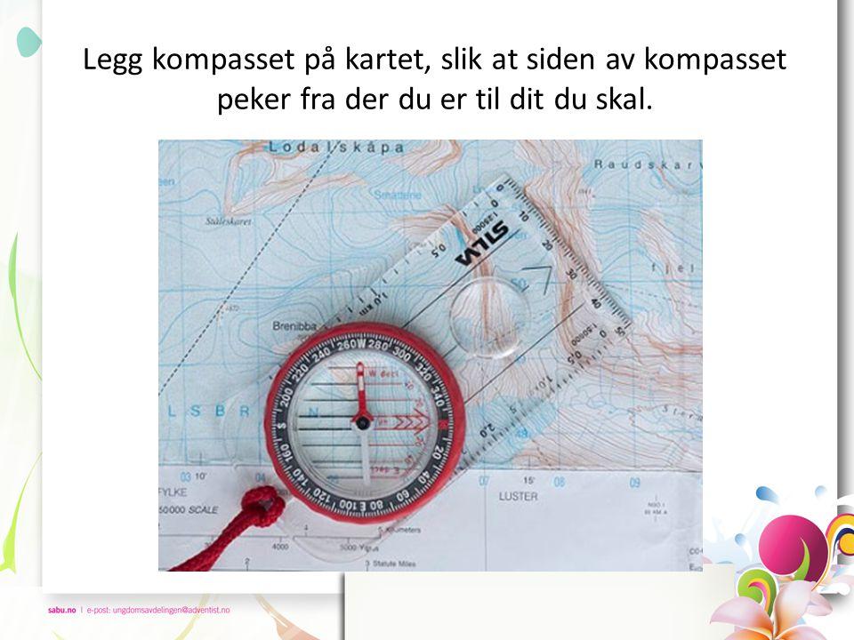 Legg kompasset på kartet, slik at siden av kompasset peker fra der du er til dit du skal.