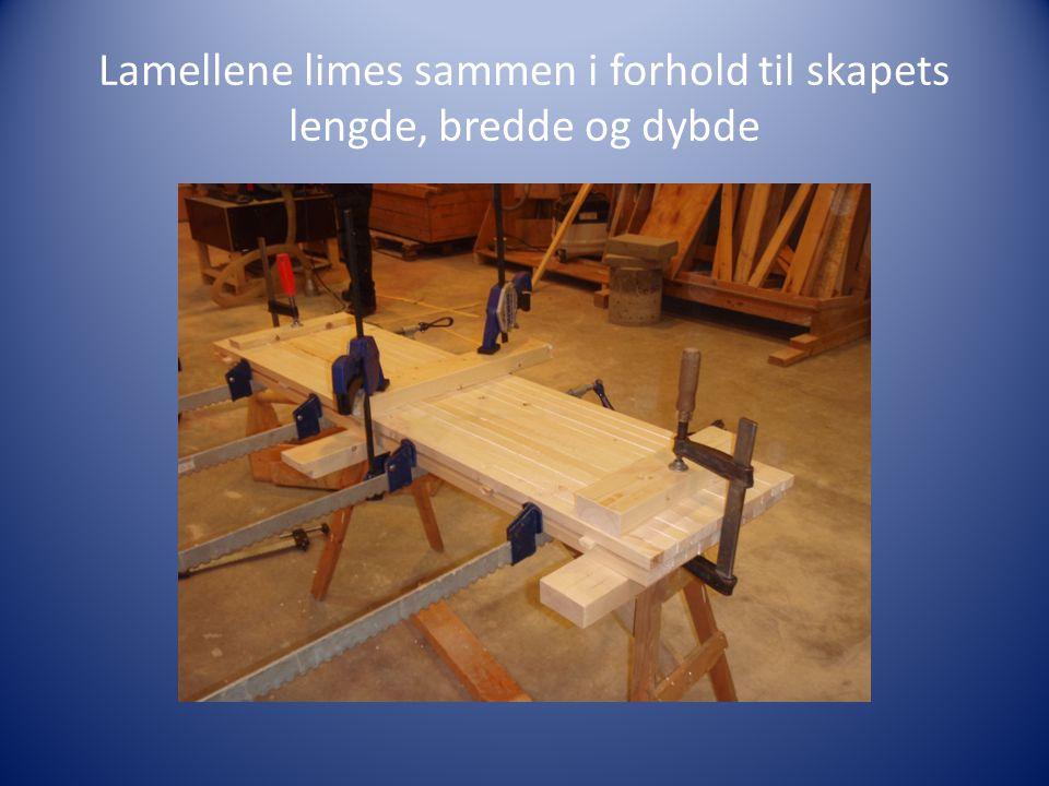 Lamellene limes sammen i forhold til skapets lengde, bredde og dybde