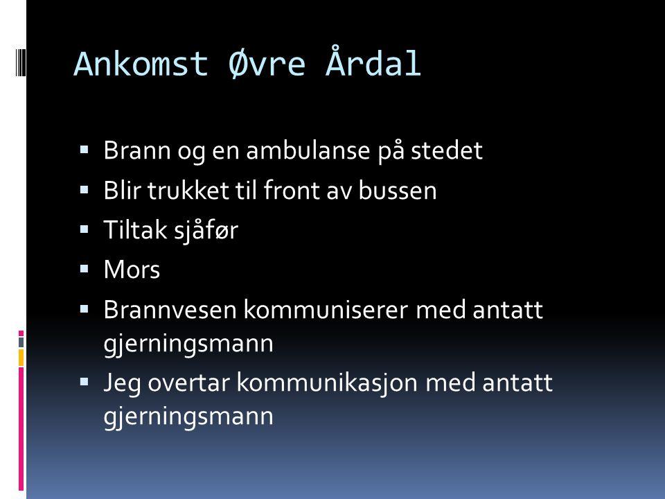 Ankomst Øvre Årdal Brann og en ambulanse på stedet