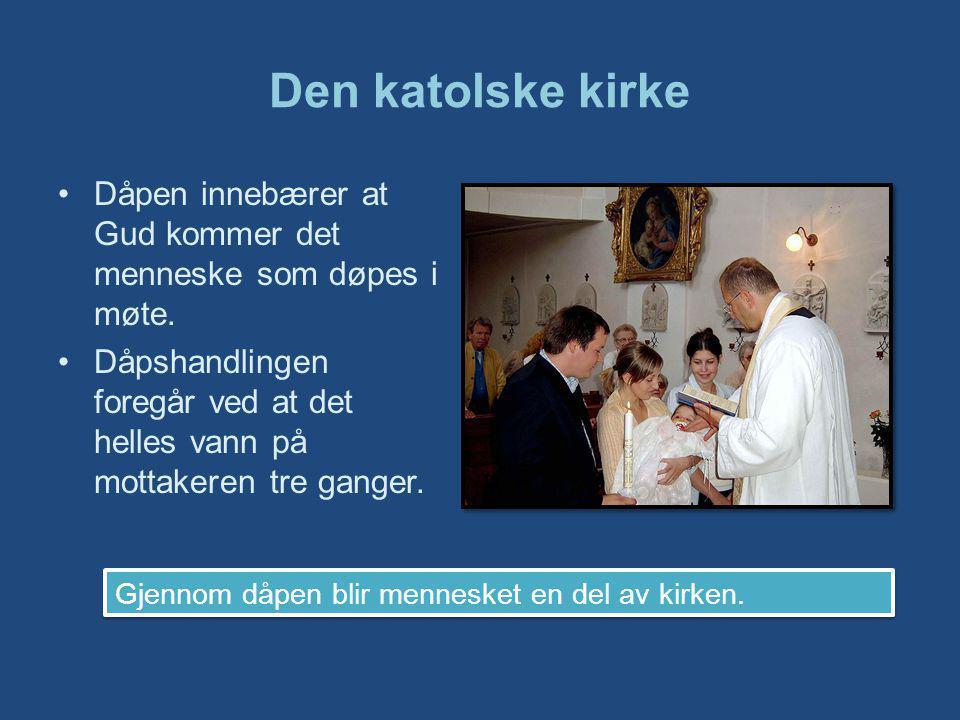Den katolske kirke Dåpen innebærer at Gud kommer det menneske som døpes i møte.
