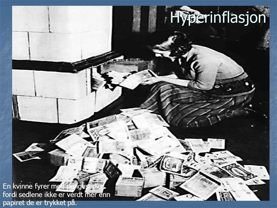 Hyperinflasjon En kvinne fyrer med pengesedler
