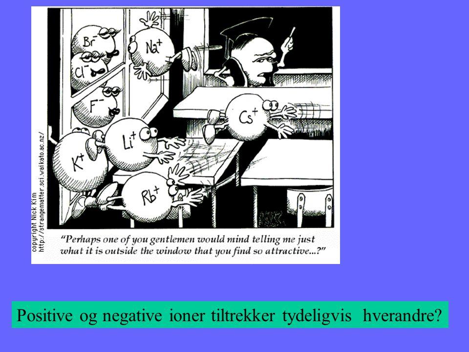 Positive og negative ioner tiltrekker tydeligvis hverandre