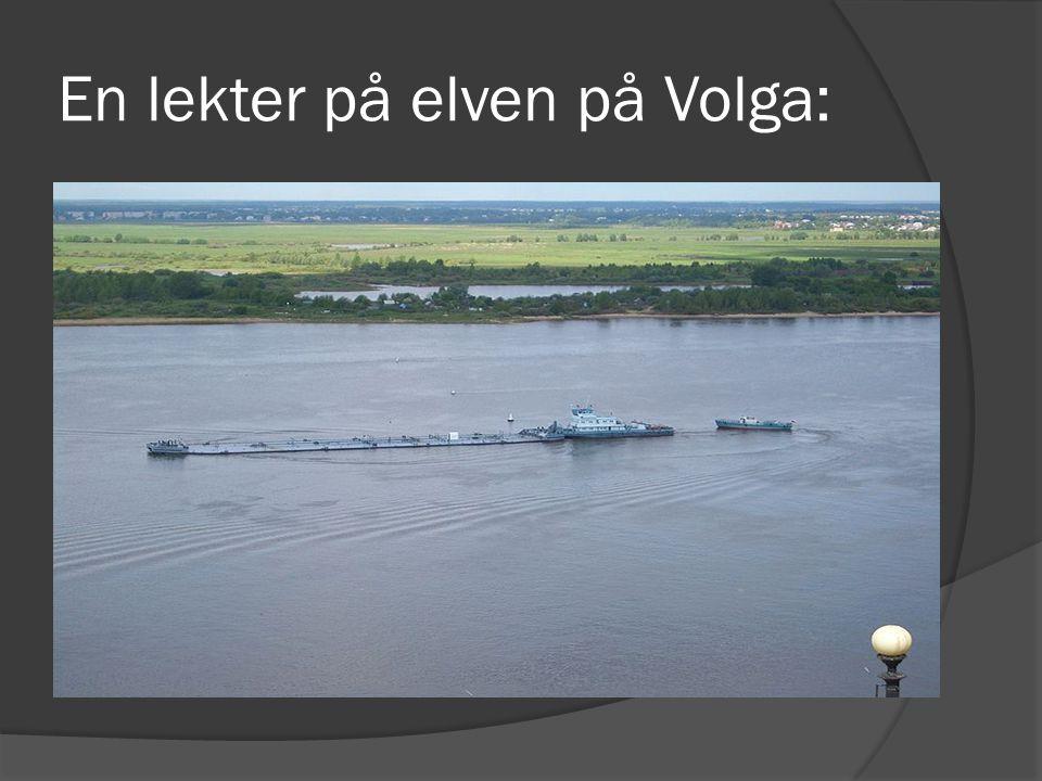 En lekter på elven på Volga: