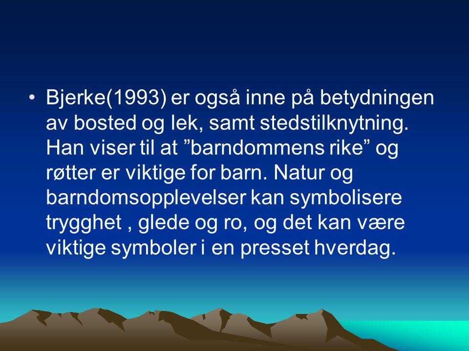 Bjerke(1993) er også inne på betydningen av bosted og lek, samt stedstilknytning.