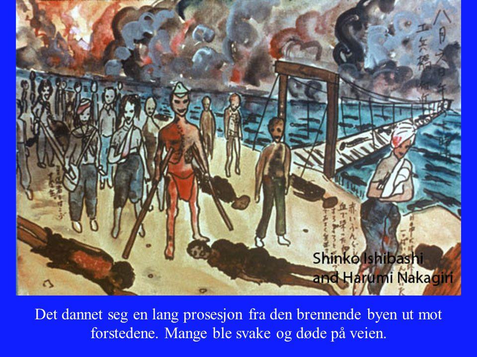 Det dannet seg en lang prosesjon fra den brennende byen ut mot forstedene.