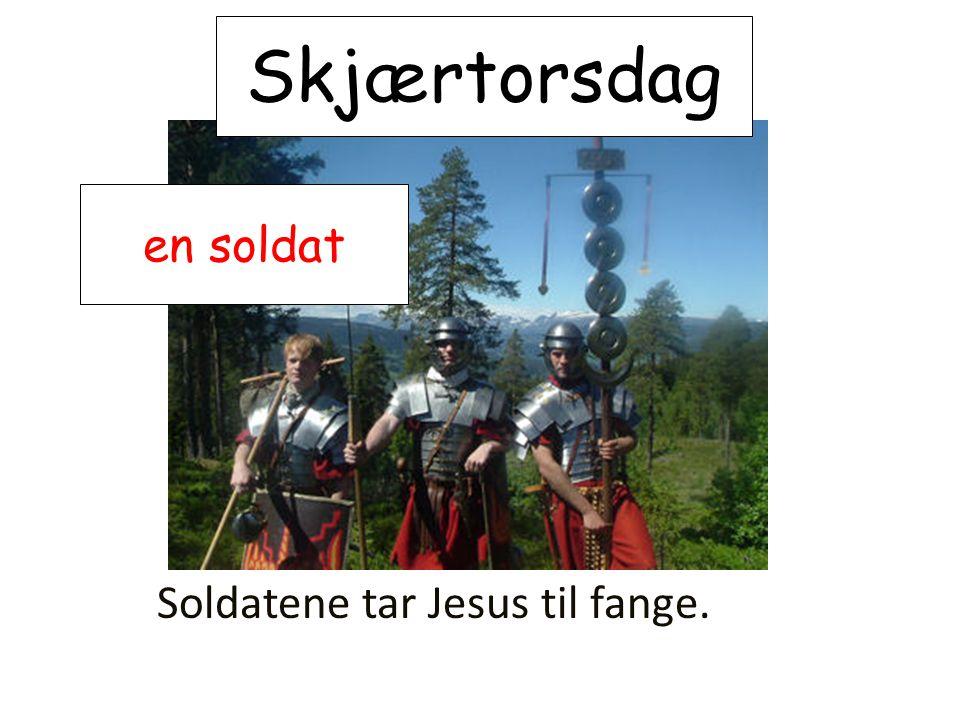 Skjærtorsdag en soldat Soldatene tar Jesus til fange.