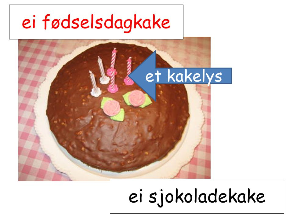 ei fødselsdagkake et kakelys ei sjokoladekake