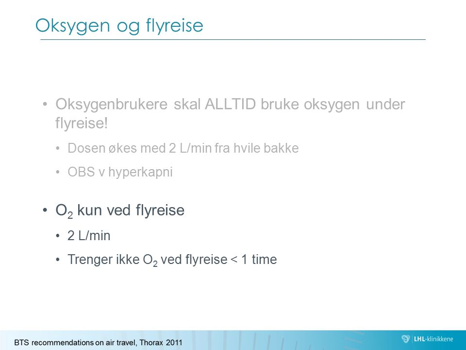 Oksygen og flyreise Oksygenbrukere skal ALLTID bruke oksygen under flyreise! Dosen økes med 2 L/min fra hvile bakke.