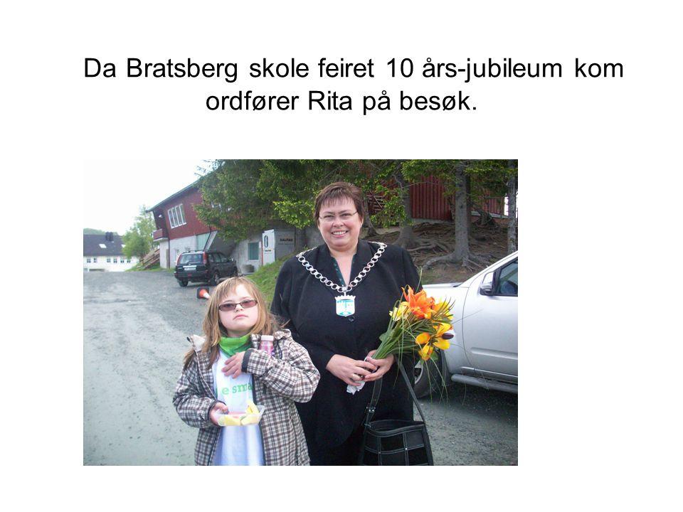 Da Bratsberg skole feiret 10 års-jubileum kom ordfører Rita på besøk.
