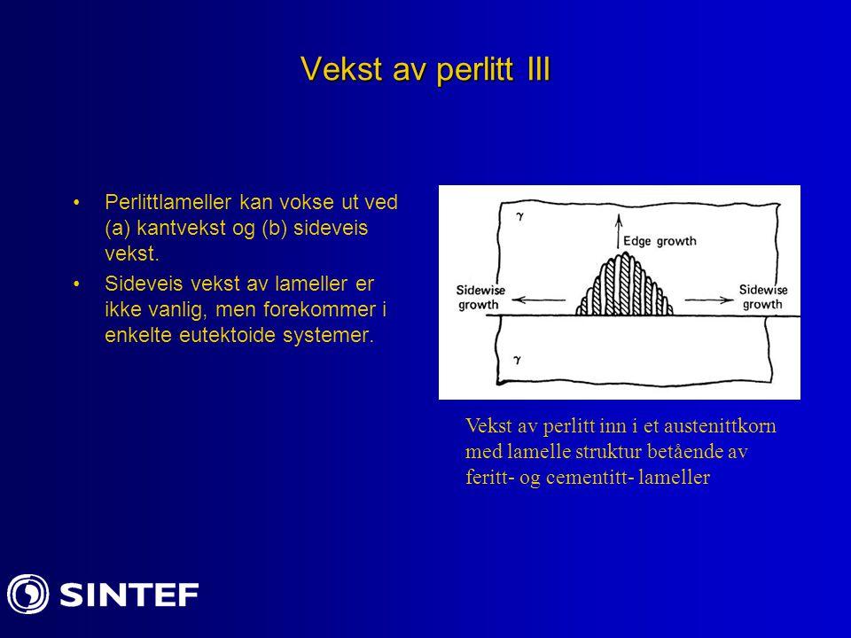 Vekst av perlitt III Perlittlameller kan vokse ut ved (a) kantvekst og (b) sideveis vekst.
