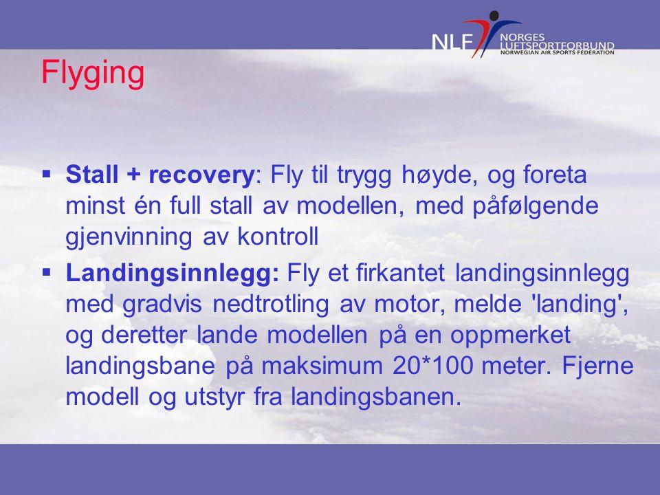 Flyging Stall + recovery: Fly til trygg høyde, og foreta minst én full stall av modellen, med påfølgende gjenvinning av kontroll.