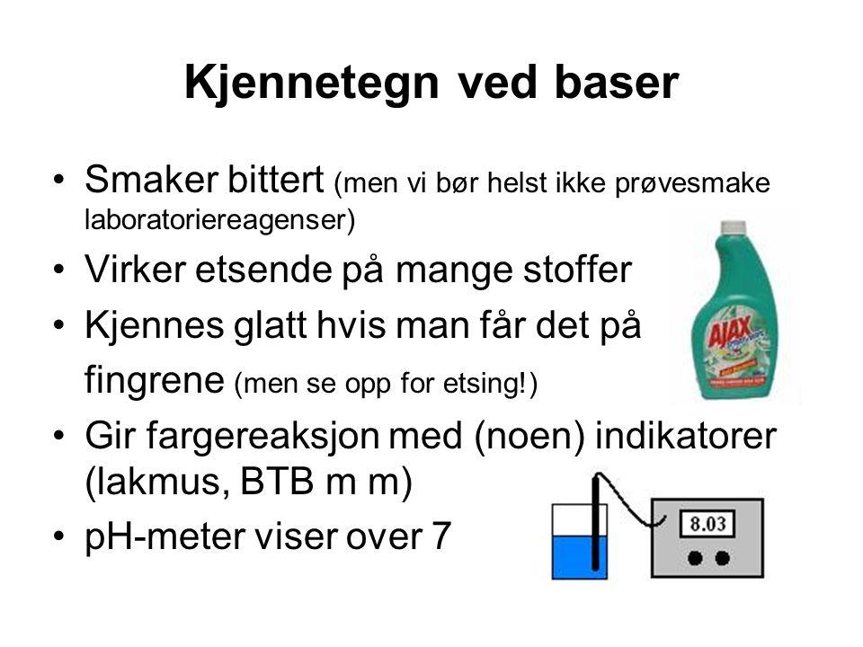 Kjennetegn ved baser Smaker bittert (men vi bør helst ikke prøvesmake laboratoriereagenser) Virker etsende på mange stoffer.
